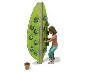 Zaadjes in potjes stoppen, elke dag water geven en dan de plantjes zien groeien. Dat vinden kinderen geweldig! Ze kunnen er zelf helemaal voor zorgen.  Zie: http://www.vaneespeeltoestellen.nl/Ecoplay_391/1057/Vertical+Planter.html