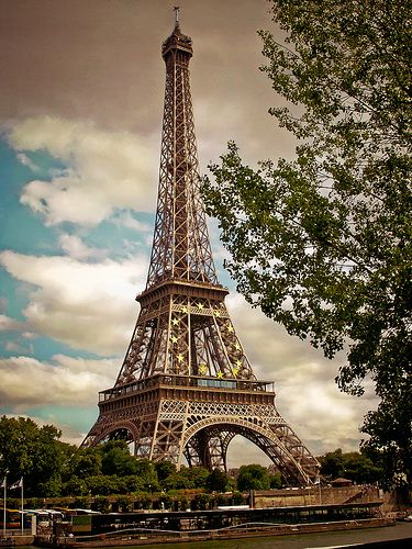 14914-2-Tour Eiffel seen by Lightroom 2.4 - Paris France The best postcard  巴黎 明信片 Parigi  Francia* エッフェル塔、パリ、フランス* 에펠탑, 파리, 프랑스 *Eyfel Kulesi, Paris, Fransa (over 7 000 views)