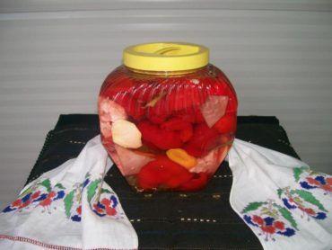 Egy erdélyi háziasszony elárulta a legízletesebb ecetes paradicsompaprika receptjét!