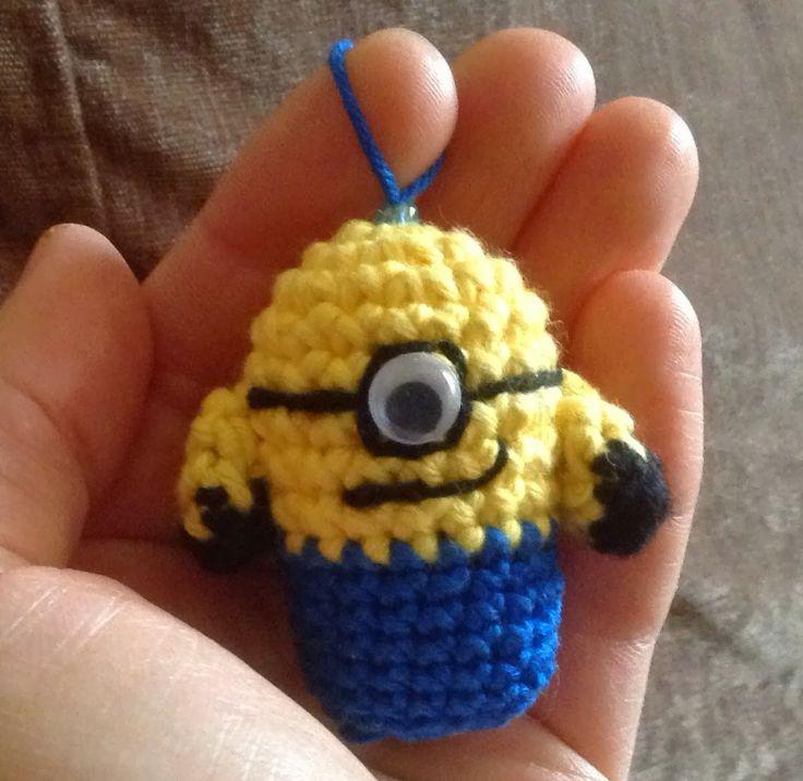 Annies DIY: Minion Schlüsselanhänger Crochet Häkeln Häkelanleitung Amigurumi free