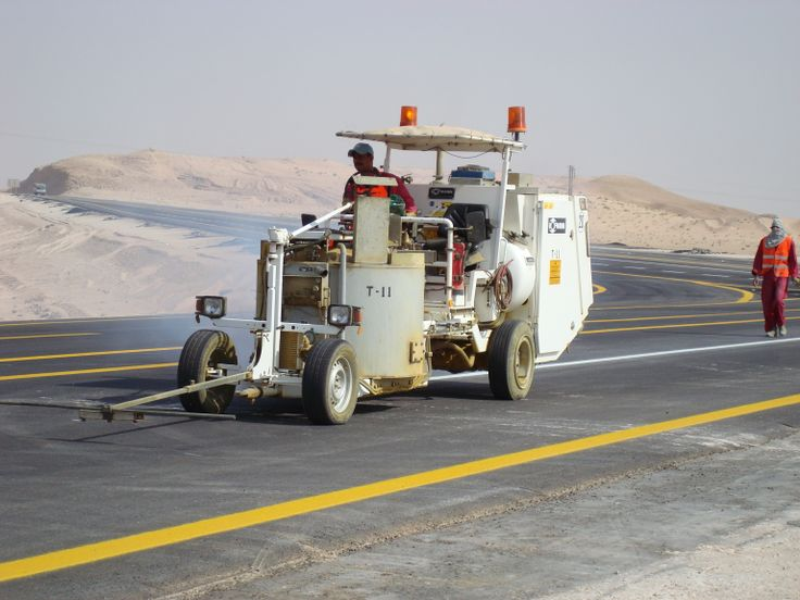HOFMANN H33-3 road marking machine for sprayable thermoplastics with 500 l pressurized container working in the Kingdom of Saudi Arabia http://www.hofmannmarking.de/en/galerie.php?bereich=p&id=8