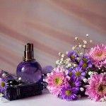 """اجزای تشکیل دهنده عطر چیست؟ به نظرتان """"اجزای تشکیل دهنده عطر چیست؟""""  یکی از منابع اصلی و پر استفاده در ساخت عطر و ادکلن گیاهان به خصوص گلها هستند؛ و متخصصان چی بپوشم در این نوشتار قصد دارند اجزای تشکیل دهنده عطر و ادکلن ها را  به شما معرفی کنند."""