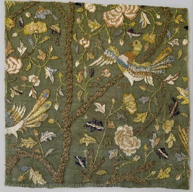 Fragmento de tejido bordado. Forma parte de las colgaduras de cama de Isabel Clara Eugenia en los aposentos del Monasterio de El Escorial. Arte luso-indio / CE21459