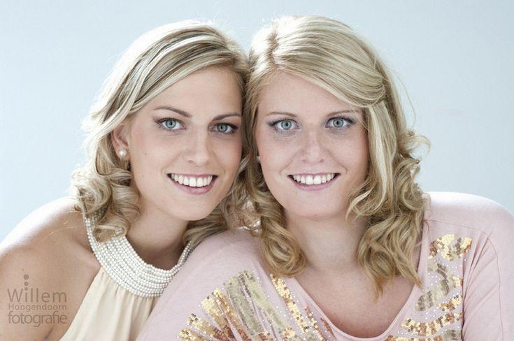 Glamourfotografie (Zussen): het leukste uitje voor vrouwen!  Beleef een sessie beauty & glamourfotografie samen met je beste vriendin, moeder, dochter of zus. Door www.willemhoogendoorn.nl ( Sue Bryce inspired )