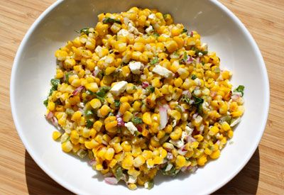 This #recipe for Grilled Corn and Jalapeño Salad will give you a healthy way to enjoy corn this summer!