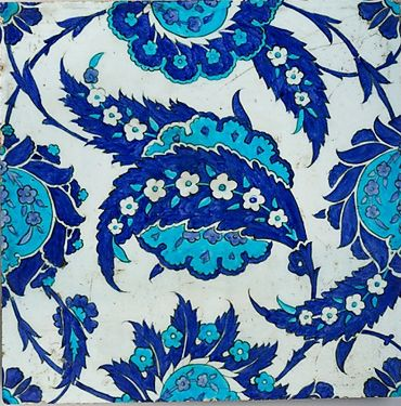 Ottoman tile with saz-leaf and rosette pattern; circa 1545-1555, Metropolitan Museum of Art, NY