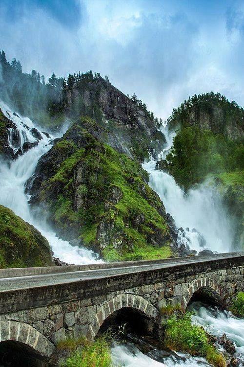 Sutherland Falls and Lake Quill, New Zealand #newzealand #waterfalls
