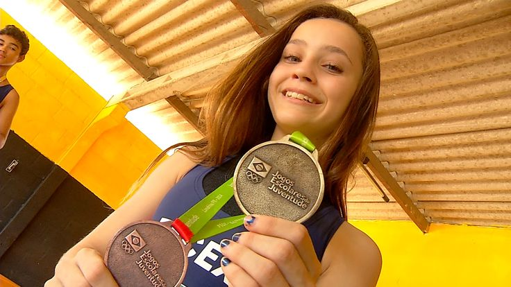 """Aos 13 anos, campeã de luta olímpica ganha apelido de """"Barbie Assassina"""" #globoesporte"""