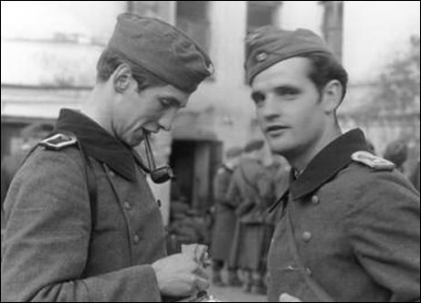 """Hans Scholl made friends with other medical students who also questioned the morality of the Nazi government. This included Christoph Probst, Alexander Schmorell, Willi Graf, and Jugen Wittenstein. Hans' sister, Sophie Scholl joined him at the university in May 1942. (23) Hans soon emerged as the group's leader: """"The role was tacitly bestowed on him by virtue of that quality in his personality that, in any group, made him the focus of attention. Alex Schmorell was usually at his side, his…"""