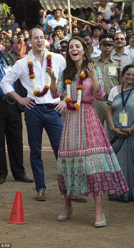 Prince William and Kate Middleton meet Mumbai's 'slumdog' children on India trip | Daily Mail Online