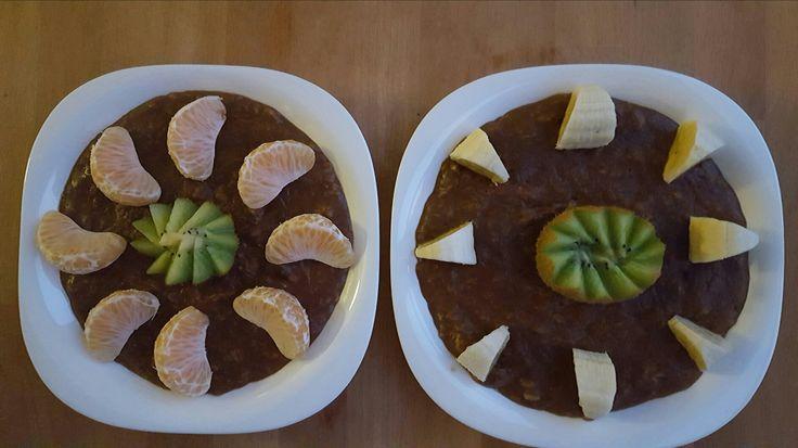 Bom dia gente fit 💖💖 Motivação de hoje: amanhã é feriado 😂😂💪 Pequeno almoço hoje com: ➡papas de aveia com claras e alfarroba; ➡kiwi, banana e tangerina; ➡galão fit e café com chá verde. Tenham uma excelente quarta feira 😙😙 Receita: https://conceitofit.wordpress.com/2016/03/22/receitas-de-papas-de-aveia/ #conceitofit #fitconceito 🔝 #love #instagood #photooftheday #tbt #cute #me #beautiful #followme #happy #follow #fashion #selfie #picoftheday #like4like #girl #instadaily #friends
