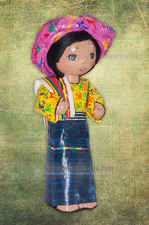 Muñeca Utzil con traje típico de Quetzaltenango
