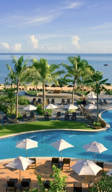 You're looking at the largest lagoon pool in the #Pacific. No big deal.