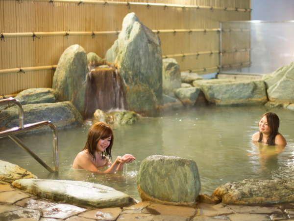 露天温泉岩風呂 ナトリウム・カルシウム-塩化物温泉です。