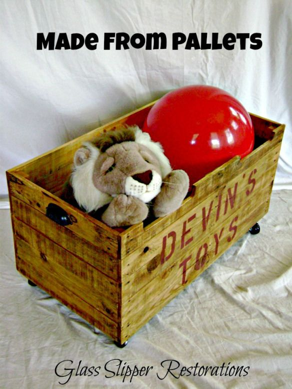Toybox made from pallets via GlassSlipperRestorations.com