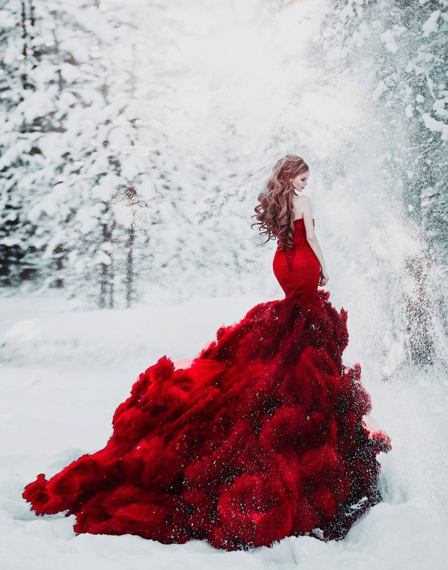 This fashion-forward bridal portrait in the snow is off the charts beautiful!