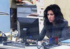 """Rosa expresses that frustrating moment when your computer hates you.   20 Reasons Why """"Brooklyn Nine-Nine"""" Is Your Life"""