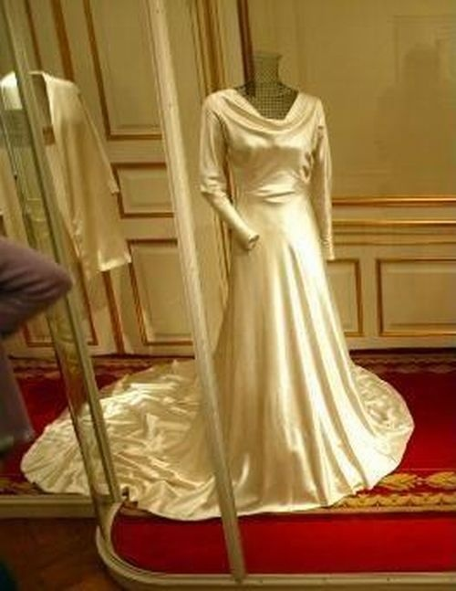 Queen Ingrid of Denmark wedding dress.  (It's like a sleeved version of my own wedding gown :) )