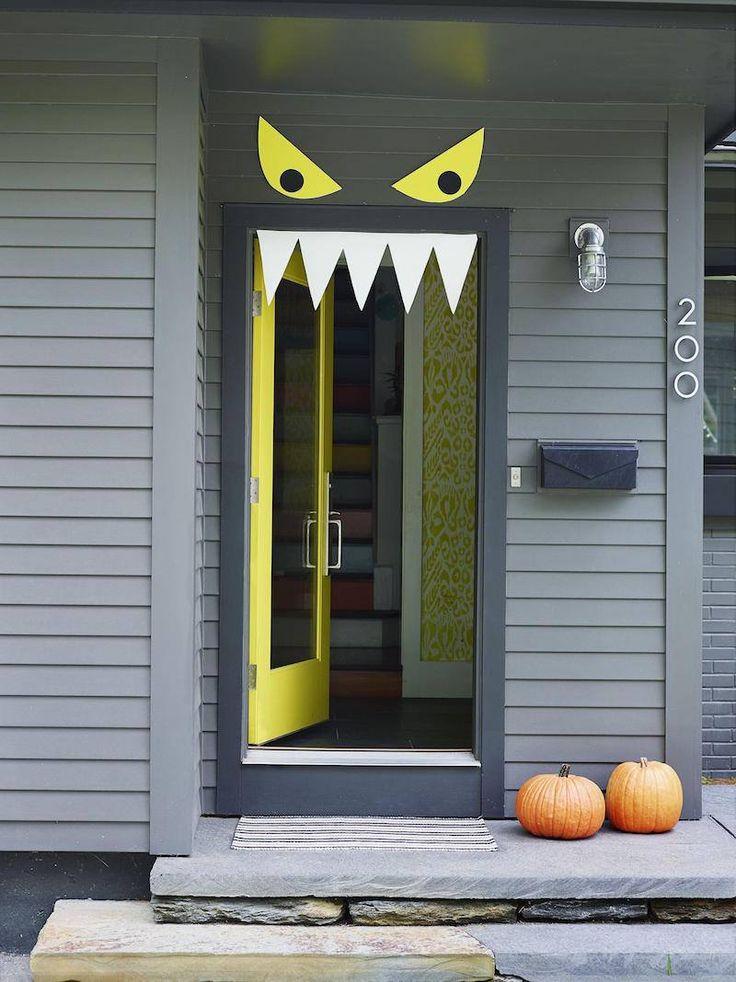 idée de décoration pour Halloween pour la porte d'entrée- monstre en papier