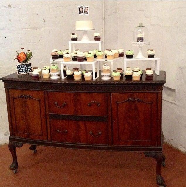 DIY wedding cake stand and wedding cake topper retro wedding
