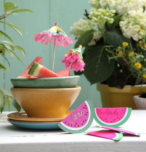 Deko für die Sommerparty: Tischkarten im Wassermelonen-Design
