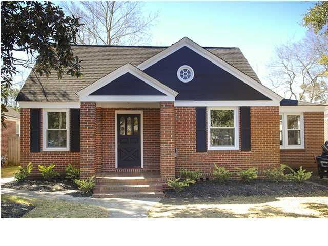Byrnes Downs In The Popular West Ashley Area Referred To As Triangle Great Example Of A Bungalow Stye Home