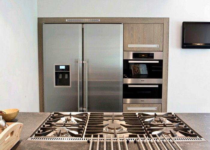 I WANT DIS KITCHEN! Wit double ovens,nice two door fridge,n big stove!
