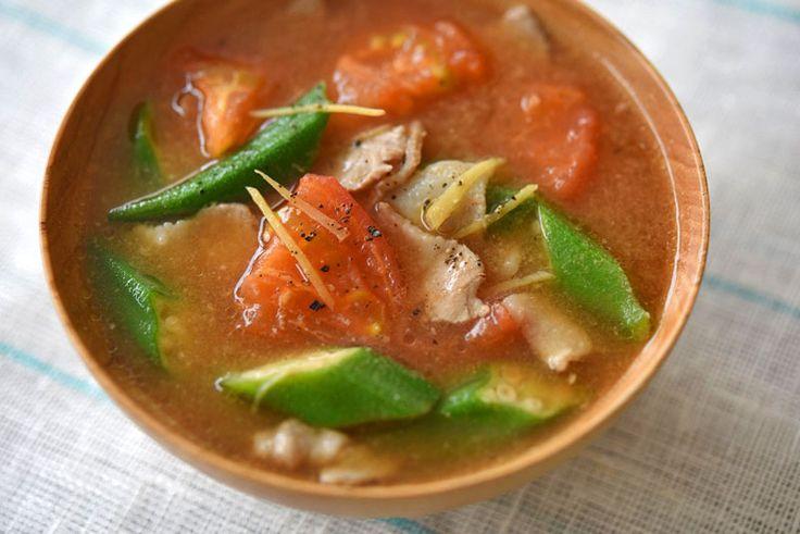 トマトとオクラの夏豚汁のレシピ/作り方:白ごはん.com