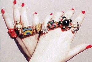 REIKI FLUINDO: Significado dos anéis em cada dedo