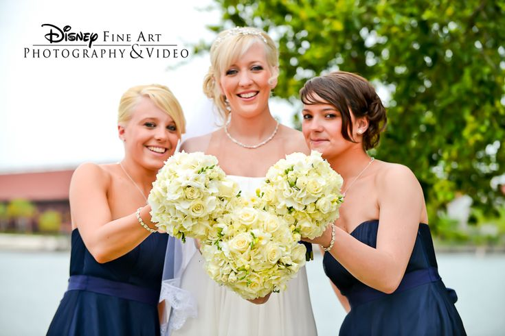 We spy a hidden mickey! This stunning bride and these navy-clad bridesmaids showed some Disney spirit.