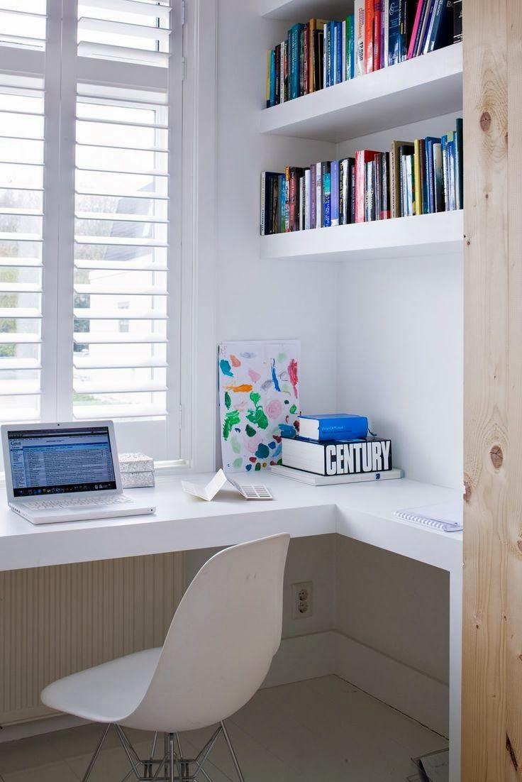 Olha que coisa mais linda. Ótima idéia em cima da janela e ao lado os livros. Super criativo ✨❤