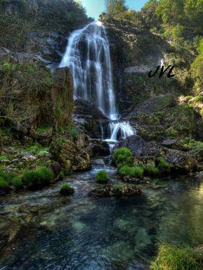 Conocida también con el nombre fervenza do Marraxón, se ubica en el ayuntamiento de Neda, cerca de O Roxal (Fene - A Coruña). Se trata de una de las mayores cascadas de Galicia (sobre unos 45m de caida) y cuenta con un precioso entorno de robles y castaños.