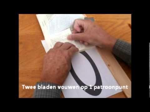 Het vouwen van bladzijden in een boek zodat er een figuur aan de voorkant ontstaat. De totale uitleg en gratis patronen vind je op http://www.knutselidee.nl