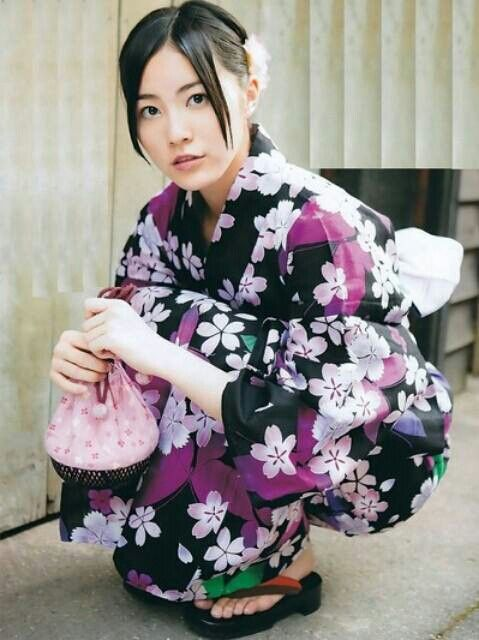 AKB SKE48 member Jurina Matsui looking lovely in Yukata. What does she have in that bag?
