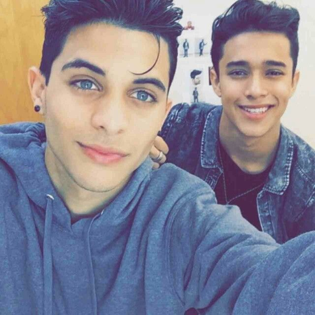 He's in a band now called CNCO with Joel(the dude in the backround) ❤✨