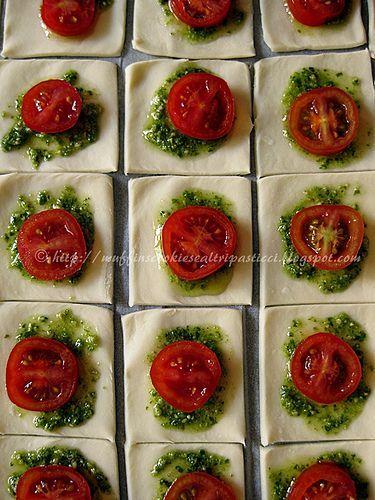 Sfogliatine con pesto, pomodorini e ricotta salata (preparazione)   da **Alessia**
