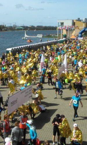 8100 biegaczy z 27 państw i małżeństwo na mecie. Poznań Półmaraton za nami - http://kontakt24.tvn24.pl/styl-zycia,498/8100-biegaczy-z-27-panstw-i-malzenstwo-na-mecie-poznan-polmaraton-za-nami,164493.html