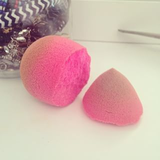 "personally .. I don't think I have it in me to intentionally tear ANY of my beloved Beauty Blenders .. BUT, if any of them did happen to tear and break my heart at the same time (lol) wether it'd be by cleaning them or even simply just using them too roughly, etc, I have to say this would be an amazing idea !! xoxo alla "" If you have uneven skin on your face from scars, acne, or just large pores, apply makeup with a torn beauty sponge. 