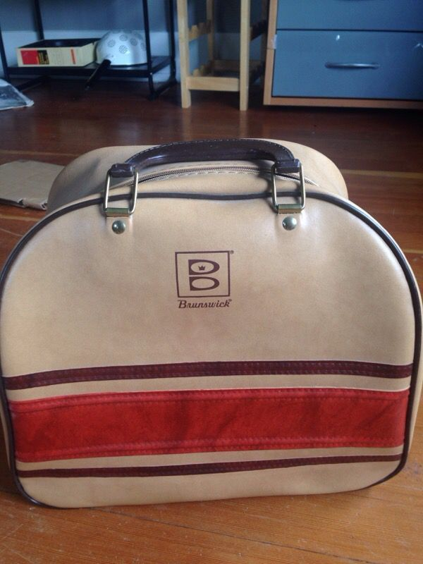 Vintage Brunswick bowling ball bag (Collectibles) in