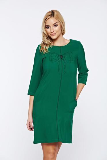 Rochie LaDonna verde de zi cu croi larg cu insertii de broderie - Rochie de zi tip balon, din material usor elastic, cu aplicatii de broderie si maneci 3/4. Alege-o si pentru birou cu un palton deasupra, la tocuri.