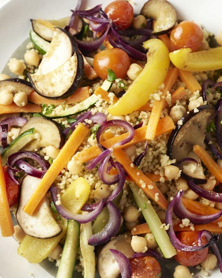 Voor deze veggieschotel haalden we onze inspiratie uit de Marokkaanse keuken. Vrijdag is daar couscousdag en couscous met 7 groenten is een waar feestmaal!