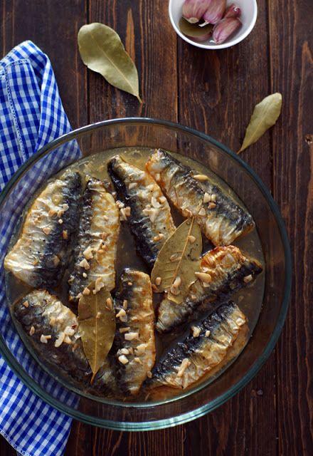 Sardinas en escabeche Ingredientes 1 kg de sardinas (no muy grandes) 1 kg de sardinas (no muy grandes) Harina Harina 1/2 l de ace...