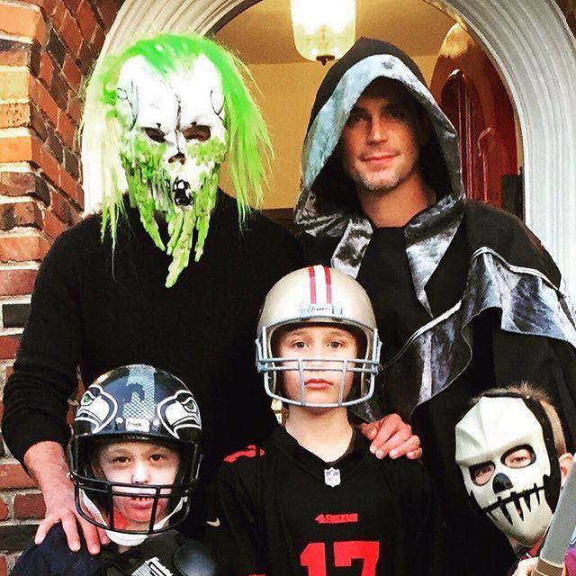2016 - ✨📱Matt vía Twitter: Boo// Me encanta que comparta con nosotros momentos de su hermosa familia. 😍💕👻🎃 #happyhalloween #MattBomer