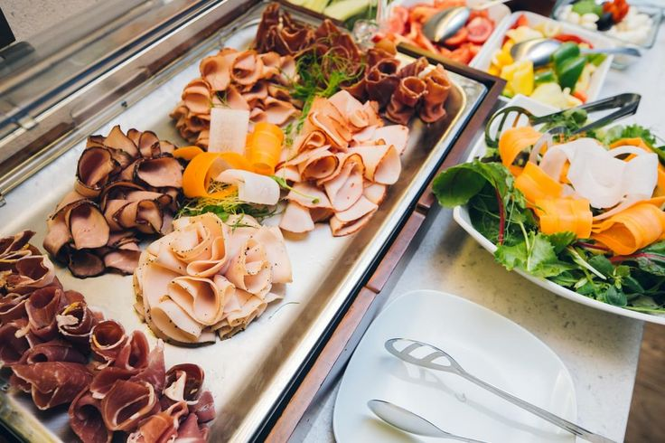 From the early hours of the day, the hotel restaurant service offers a full buffet for breakfast, including gluten-free products, so you will be full of energy for your visit to the center of our beautiful Budapest.