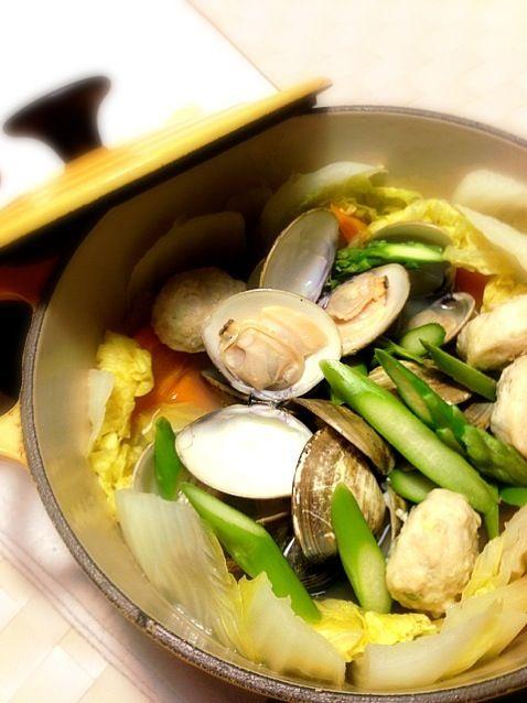冷蔵庫のあまり野菜に、蛤のうまうまエキスをたっぷり染み込ませました。 - 51件のもぐもぐ - たっぷり野菜と蛤の蒸し煮 by yokoki