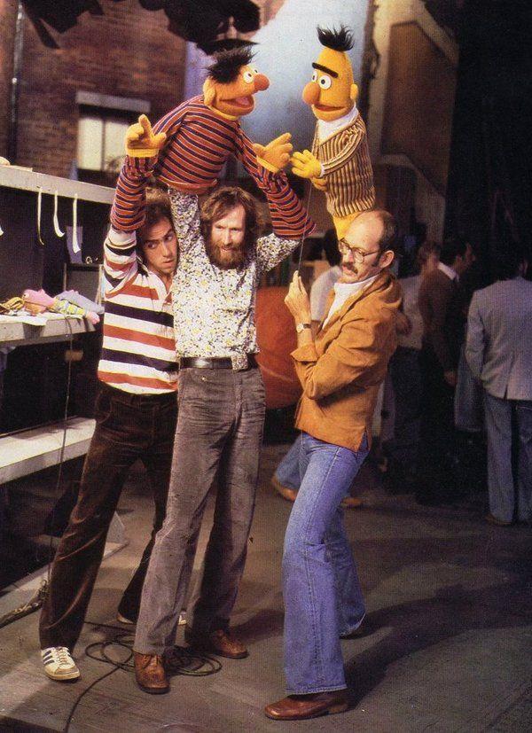 http://2.bp.blogspot.com/-YyJwFAyTshk/UgjnLD2ykcI/AAAAAAAAKRc/jSSer0Zv04o/s1600/Pictures+of+Behind+the+Scenes+with+the+Muppets,+c+(6).jpg
