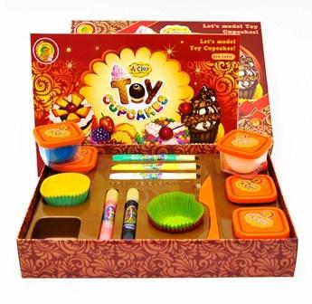 A-Clay is het best verkochte product van Orange Elephant. A-Clay is zeer elastisch, licht van gewicht en voelt aangenaam aan. Ook kleeft het niet aan uw handen of kleding. A-Clay is heel makkelijk in vorm te brengen. Dus ideaal om elk idee en creativiteit in vorm te brengen en te verwezenlijken. Als je iets hebt gemaakt van A-Clay, laat je die 24 aan de lucht drogen, daarna heb je iets leuks dat blijvend is. A-Clay van Orange Elephant is erg leuk als je zelf wilt knutselen.17,50 euro