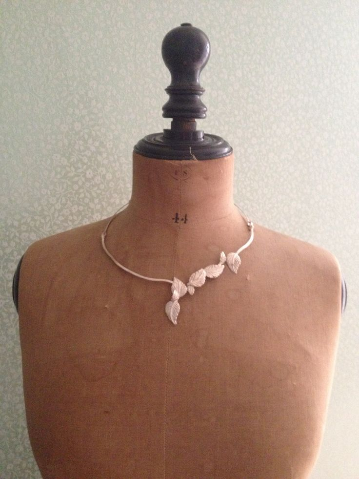 Mijn lieflijke zilveren blaadjes. Een heel setje heb ik gemaakt.  Van oorbellen over ringen, halskettingen en slavenband. Alles karhajewels. Meer op www.karhajewels.be