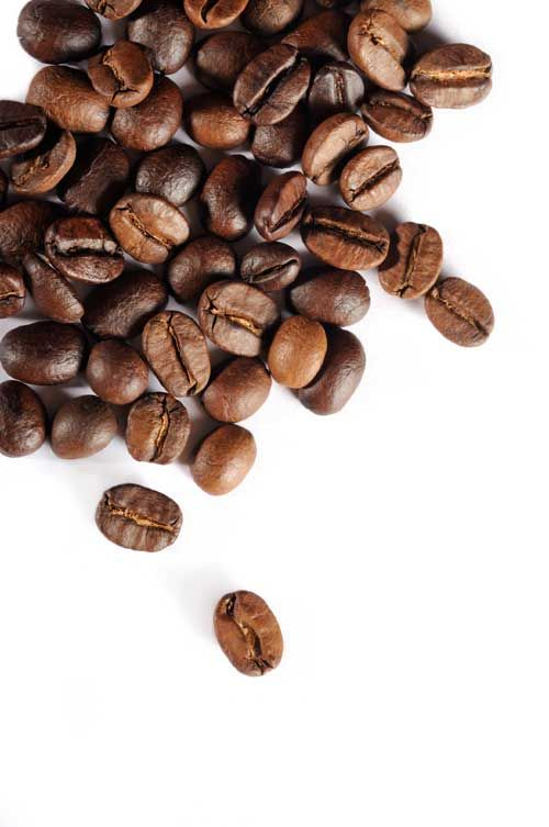 Iar cofeina e unul dintre cele mai puternice remedii anticelulitice, de aceea e unul dintre ingredientele cheie continute de produsele cosmetice ce lupta cu aspectul inestetic al siluetei. Licoarea care ne trezeste dimineata activeaza microcirculatia, ajutand astfel depozitele de grasime sa se netezeasca. Iata cateva retele si trucuri pe care le poti aplica acasa. Masaj …