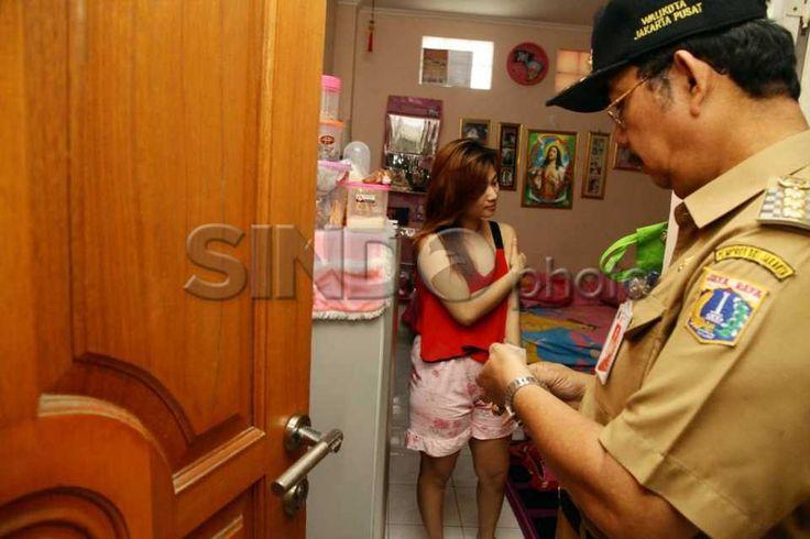 Sepasang laki-laki dan perempuan yang bukan suami-istri serta lima warga negara asing diamankan dalam razia indekos http://sin.do/ex8F